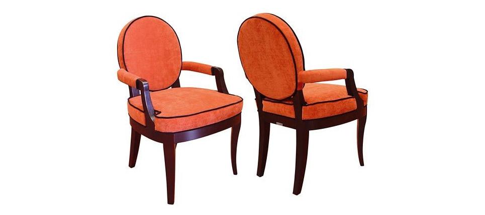 Sillas para la hosteler a silla 038 tela roja for Sillas de diseno clasicas