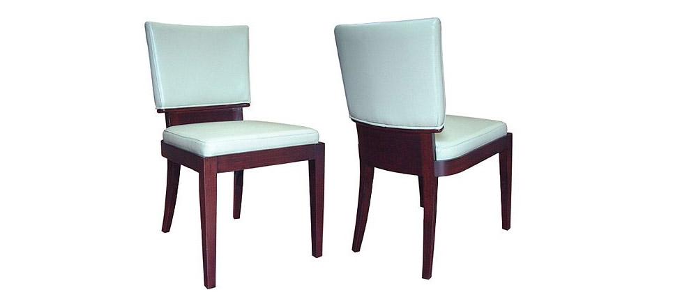 Sillas para la hosteler a silla 183 tapizada en piel blanca for Sillas contemporaneas